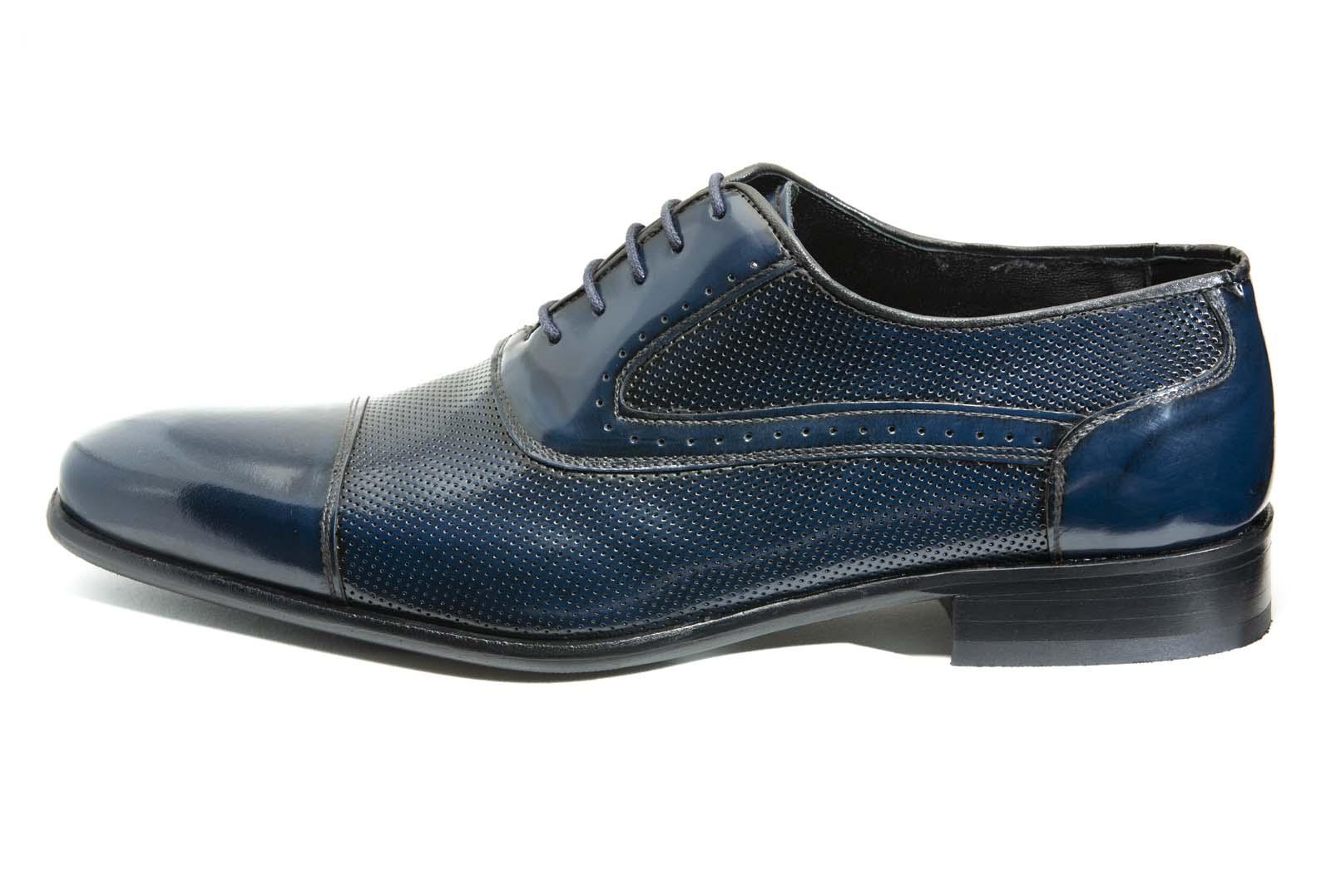 Zapato modelo Oxford con puntera y tapetas lisas al tono