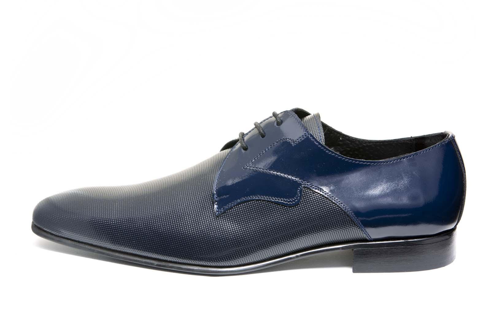 053497209 Zapatos de novio modelo Derby en color azul y piel picada antik