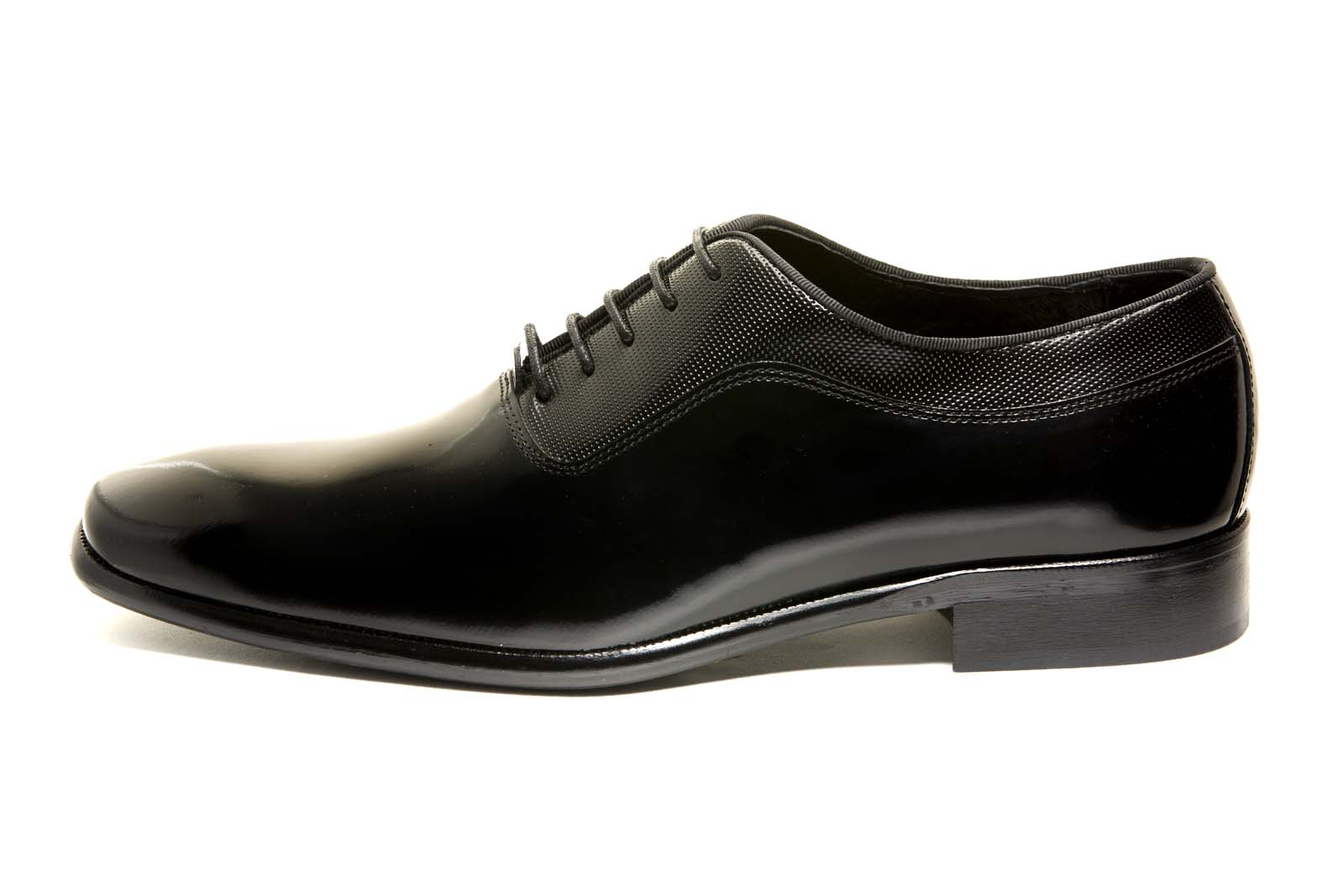 Zapato modelo Oxford piel lisa color negro