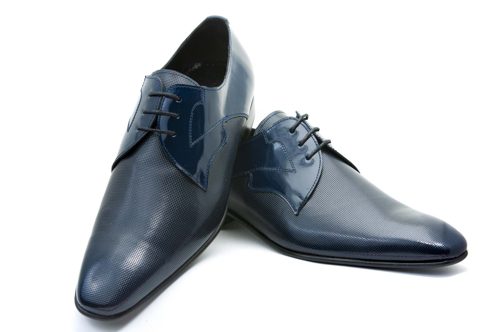 Zapatos de novio azul con puntera picado antik