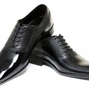 Zapato modelo Oxford piel lisa color negro