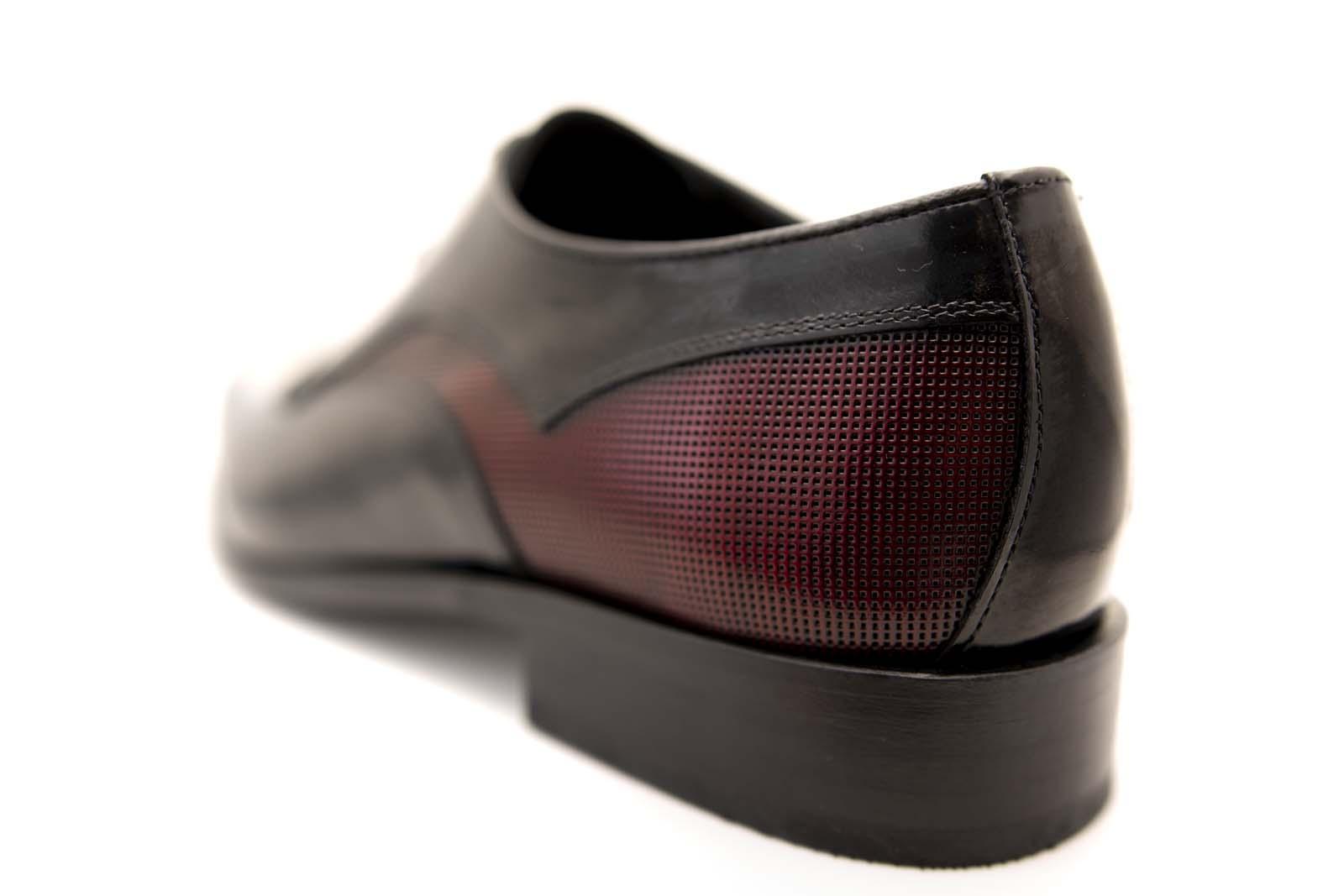 Zapatos de novio modelo Derby en color negro y piel detalle burdeos