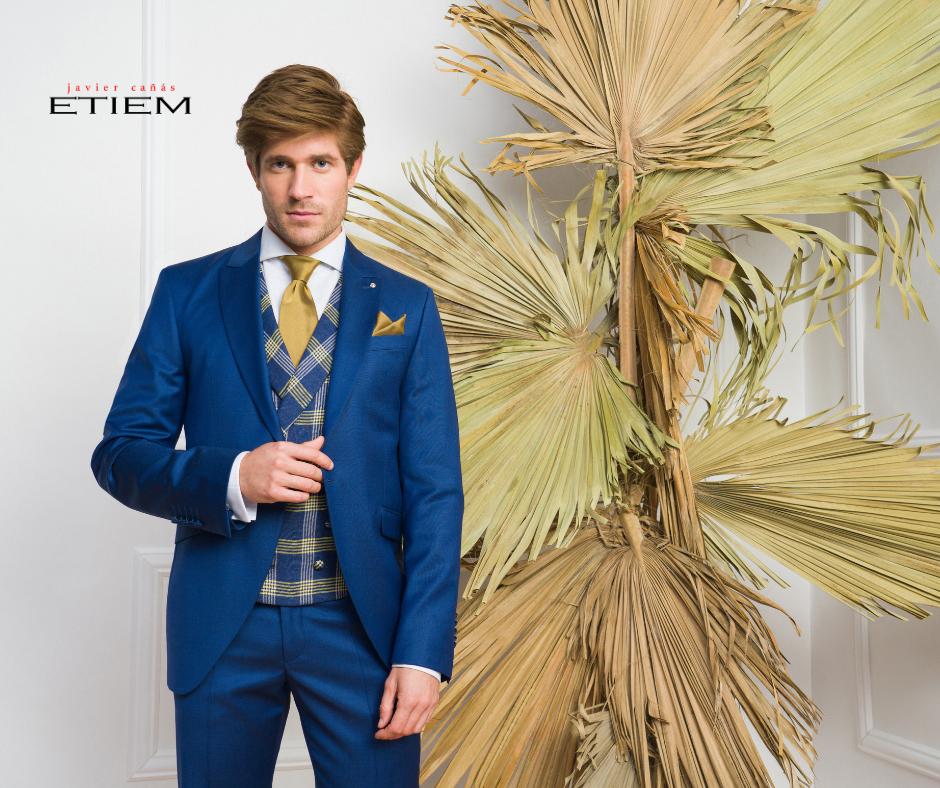 Traje de novio azul cobalto con chaleco de cuadros y detalles cobre de la Colección Ceremonia Etiem 2021.